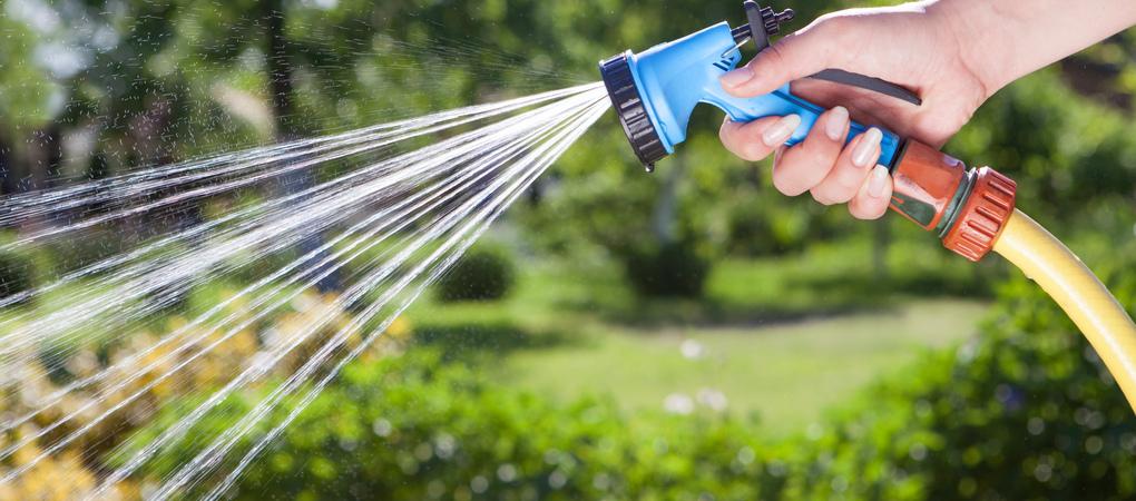 Alles voor water in de tuin vind je bij De Boet | Geef je gazon, planten en bomen water met de producten van De Boet